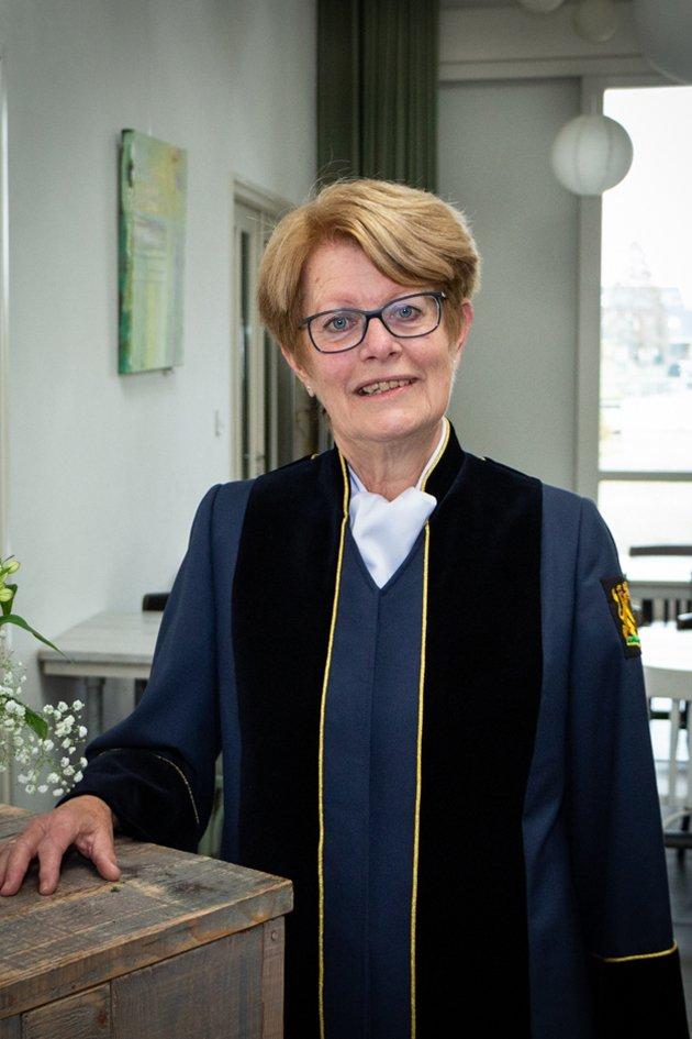 Babs Reino Elzinga van der Velde (toga)