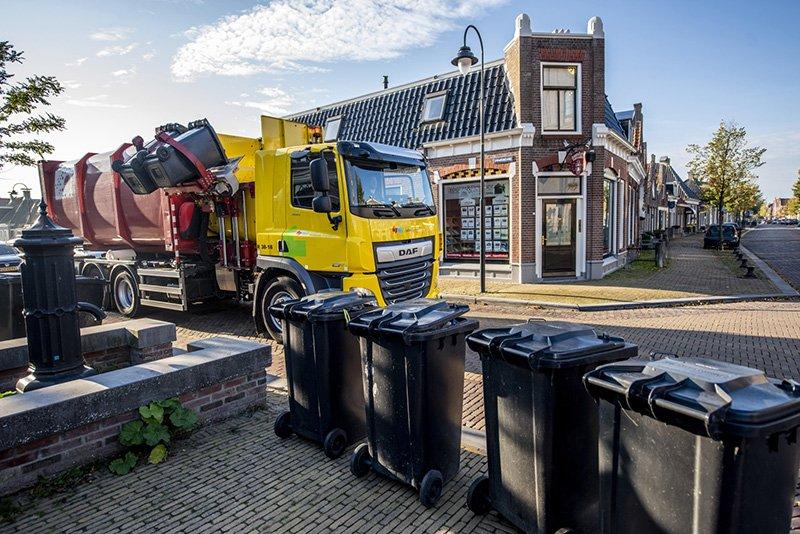 Containers worden geleegd