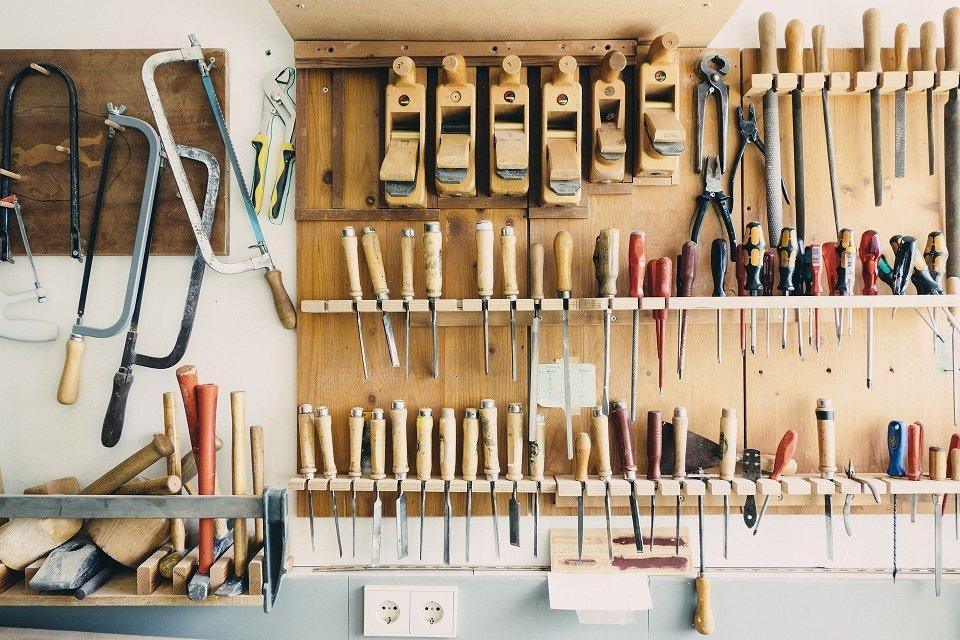 Inhoud van een garage met materialen